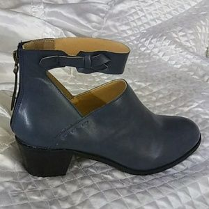 Shoes - Blue Bootie W Ankle Strap&intricate side stitching